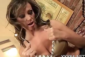 Flashing broad tits