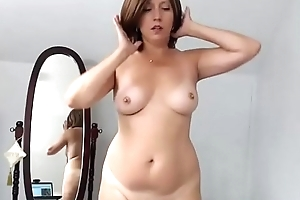 Broad in the beam milf HairyJenny12 posing revealed on web camera
