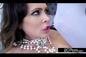 Injurious MILF Jessica Jaymes Acquires Pounded