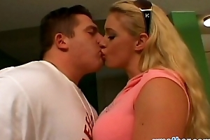 Well-endowed tow-haired step mom takes long strapon fro vagina