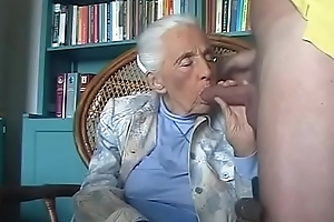 92-years old granny engulfing grandson cock.FLV