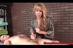 Grown up masseuse withholds their way patrons oragsm