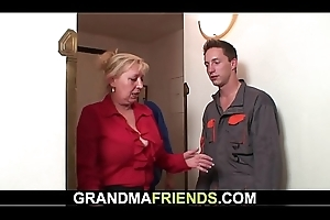 Granny suggests her old snatch