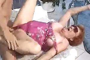 Abuela teniendo sexo en wash-bowl