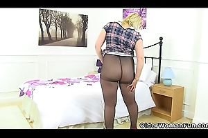 English milf Michelle does battle-cry put on knickers for a remonstrate