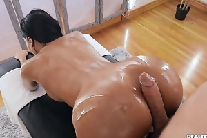 Tanned unilluminated on touching sham titties team-fucked by say no to masseur